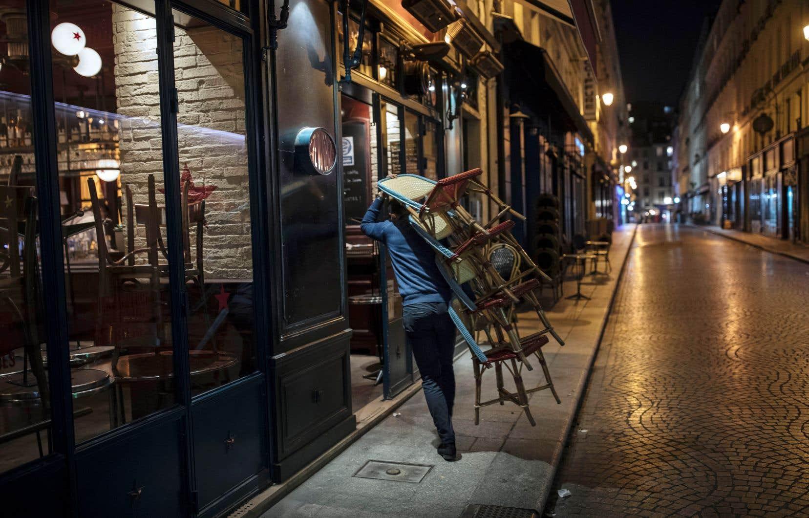 Les restrictions se multiplient en Europe, où les bars et les restaurants ferment leurs portes et se braquent face à la deuxième vague de COVID-19.