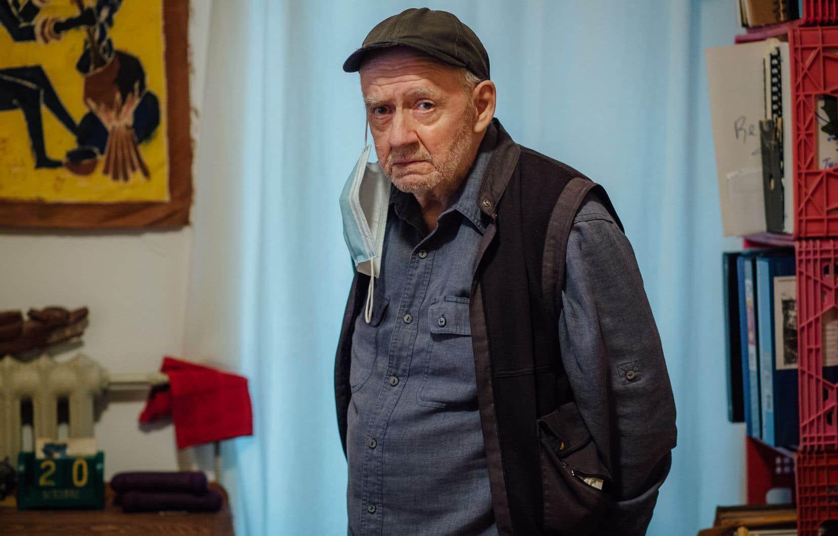 Malgré son âge et les petits bobos, Patrice Desbiens regarde en avant avec ce qui, dans la mesure où il s'agit de Patrice Desbiens, ressemble (presque) à de la sérénité. Un nouveau livre suivra même «poèmes», comme s'il ne pouvait exister d'avenir que dans ce qu'il reste à écrire.