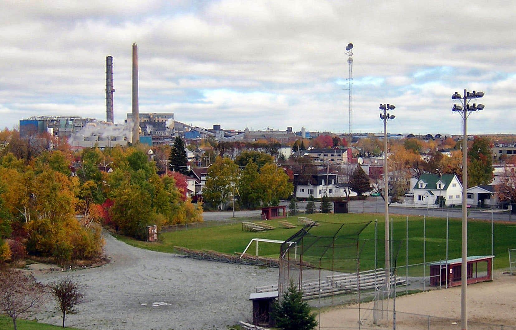 La Fonderie Horne, située près du quartier Notre-Dame, à Rouyn-Noranda, peut émettre des concentrations d'arsenic dans l'air 67 fois plus élevées que la norme provinciale.