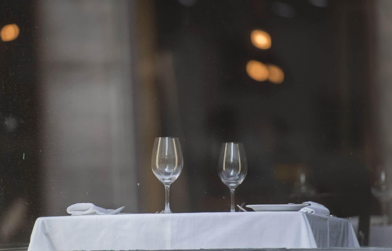 Avec le millier de cas de COVID-19 recensés chaque jour au Québec depuis plusieurs semaines, les chances sont minces d'une réouverture des salles à manger des restaurants le 28 octobre.