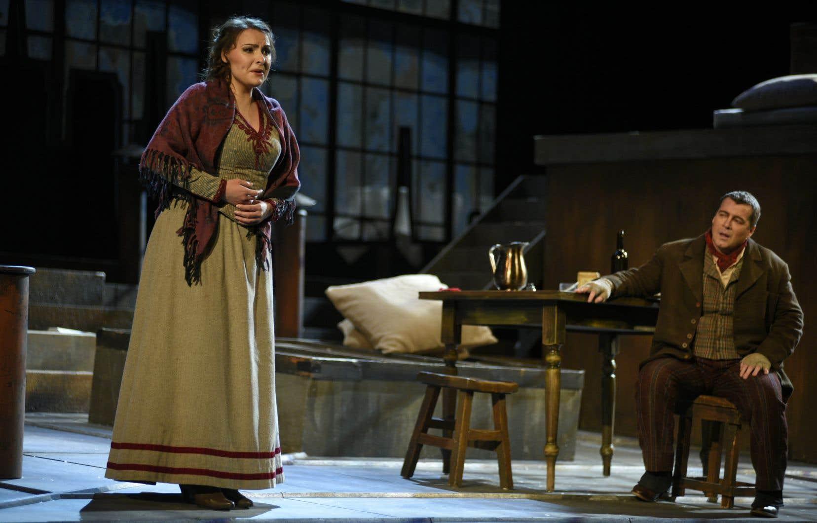 France Bellemare (Mimi) et Luc Robert (Rodolfo) dans «La bohème» par l'Opéra de Montréal