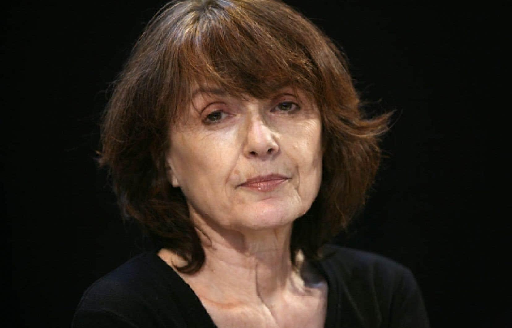 Née en 1939, Michèle Lesbre s'est surtout fait connaître par ses romans Nina par hasard et Le Canapé rouge.