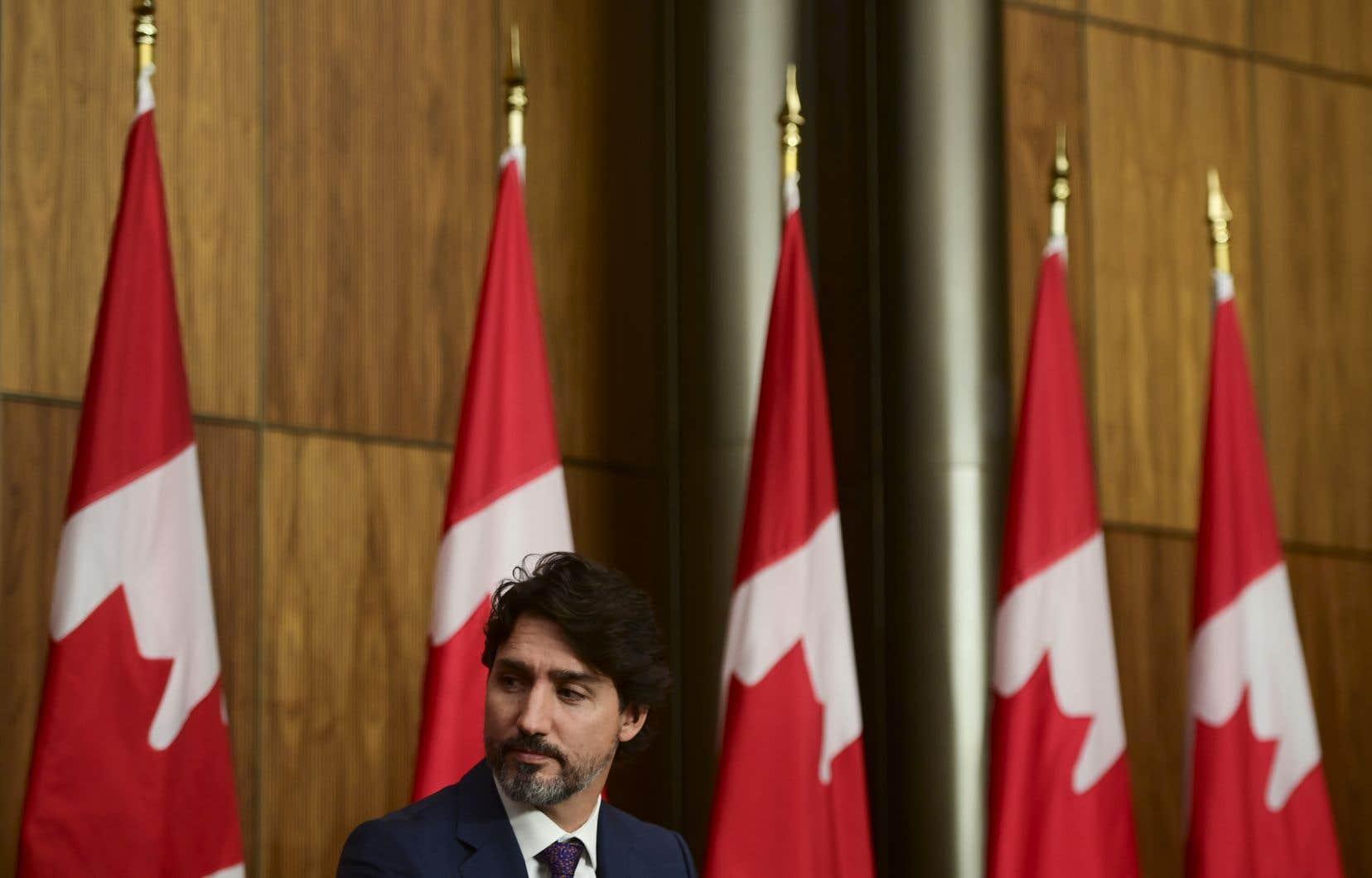 «Les politiciens du gouvernement Trudeau, comme du gouvernement Harper, sont à la recherche de «produits» à «livrer» rapidement. La bureaucratie les conditionne et les met en œuvre pour que l'opinion publique constate l'efficacité de l'action gouvernementale», écrit l'auteur.