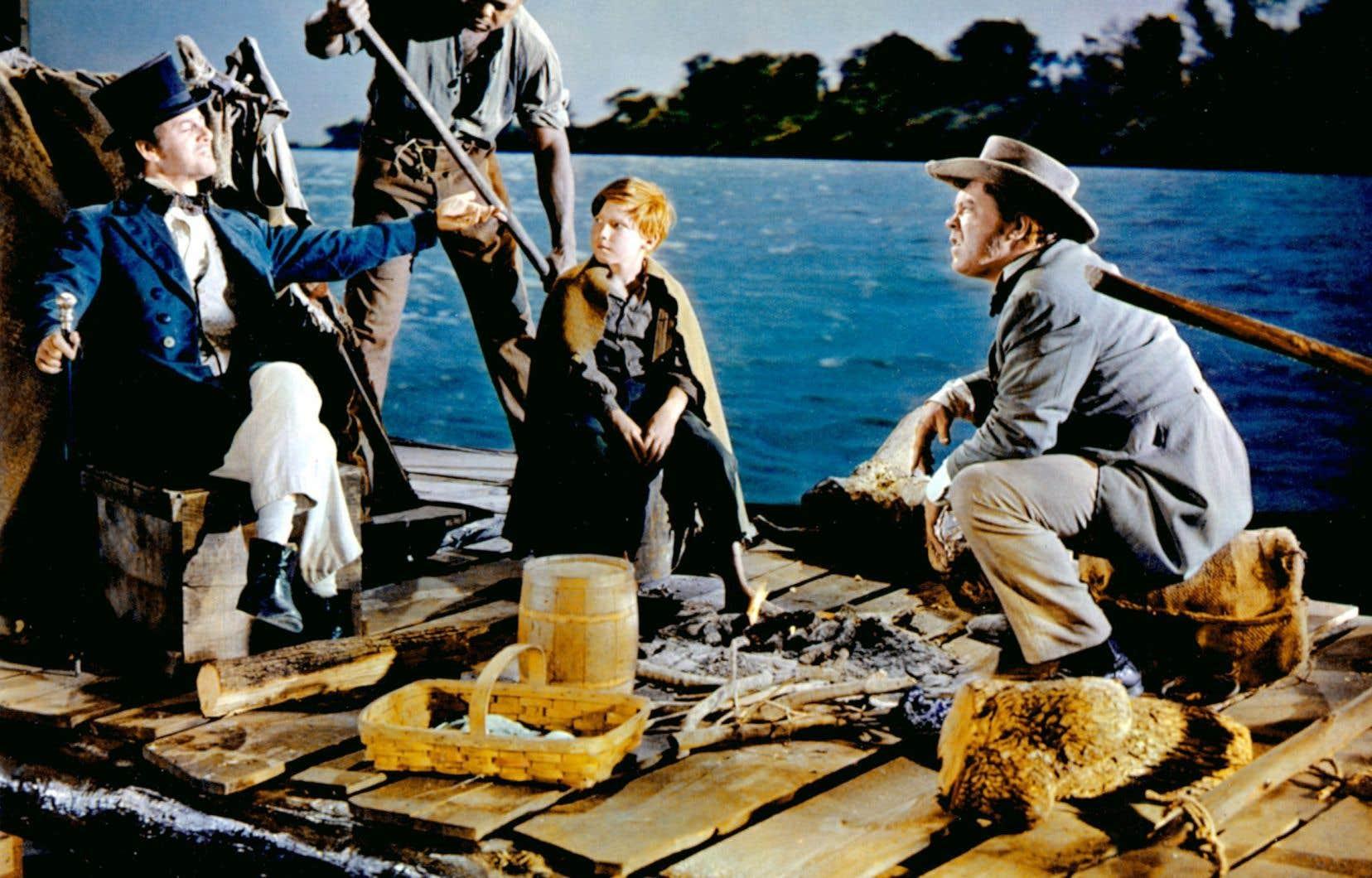 «Les Aventures d'Huckleberry Finn», réalisé par Michael Curtis en 1960, donne vie aux personnages de Twain sous les traits de Tony Randall dans le rôle titre.
