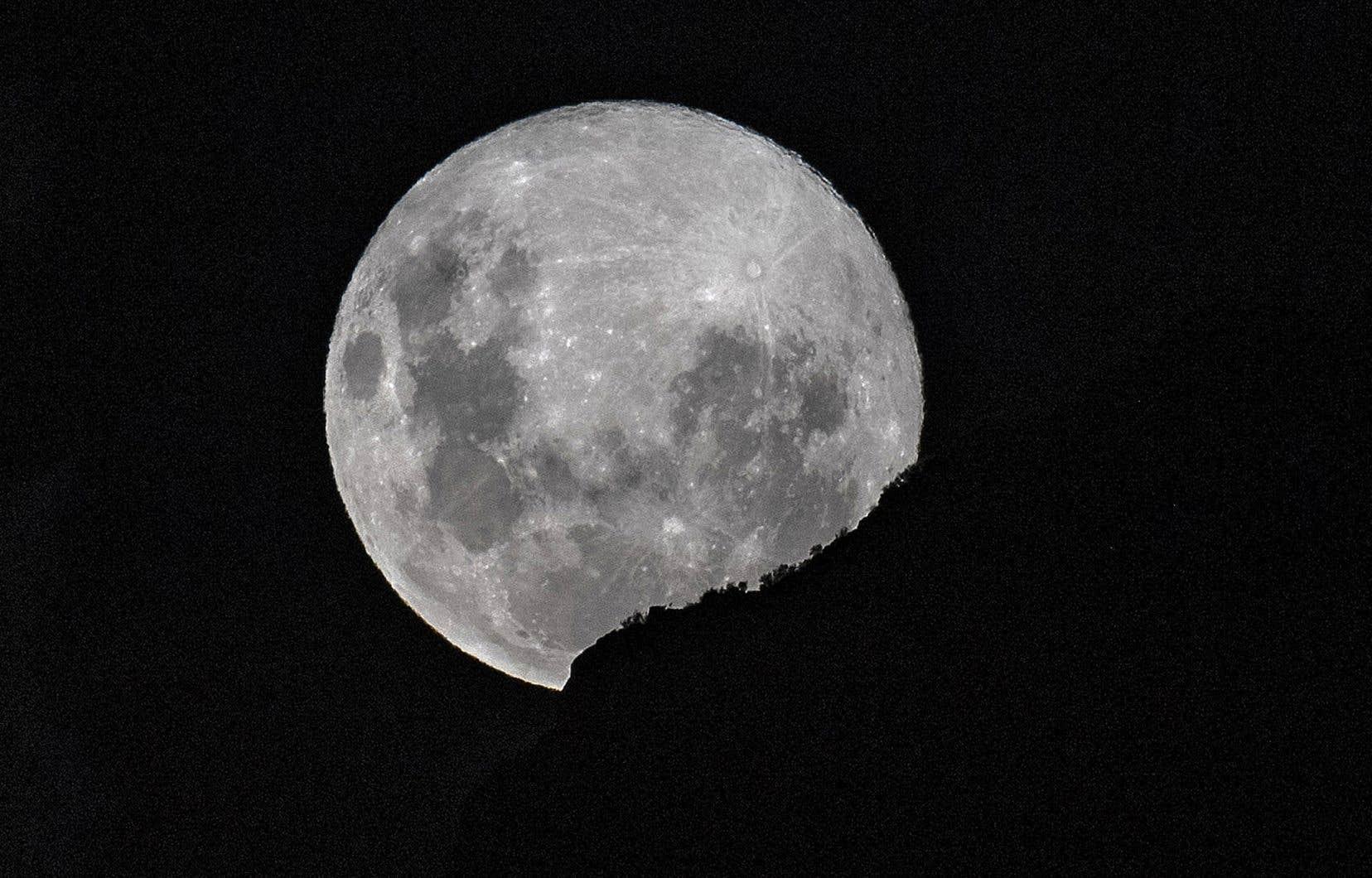 La Lune a longtemps été perçue comme un astre désespérément aride.