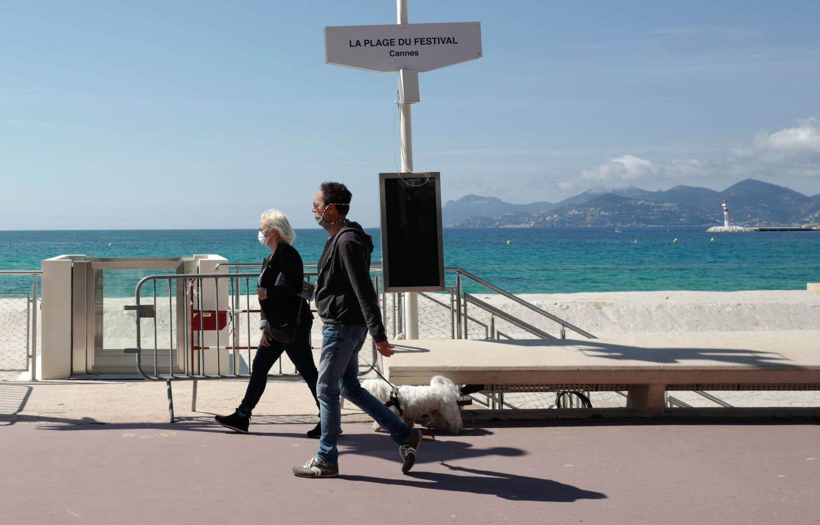 Alors que l'industrie du cinéma est en plein marasme, beaucoup espèrent que la tenue de cette édition symbolique du Festival de Cannes convaincra les producteurs de ne pas reporter la sortie en salle de leurs films.
