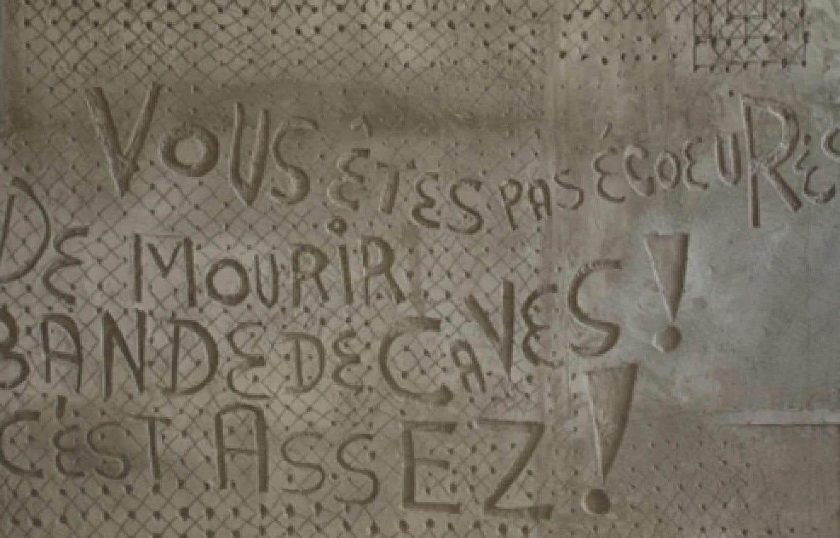 L'artiste Jordi Bonet a refusé d'enlever l'inscription controversée de la murale.<br />
