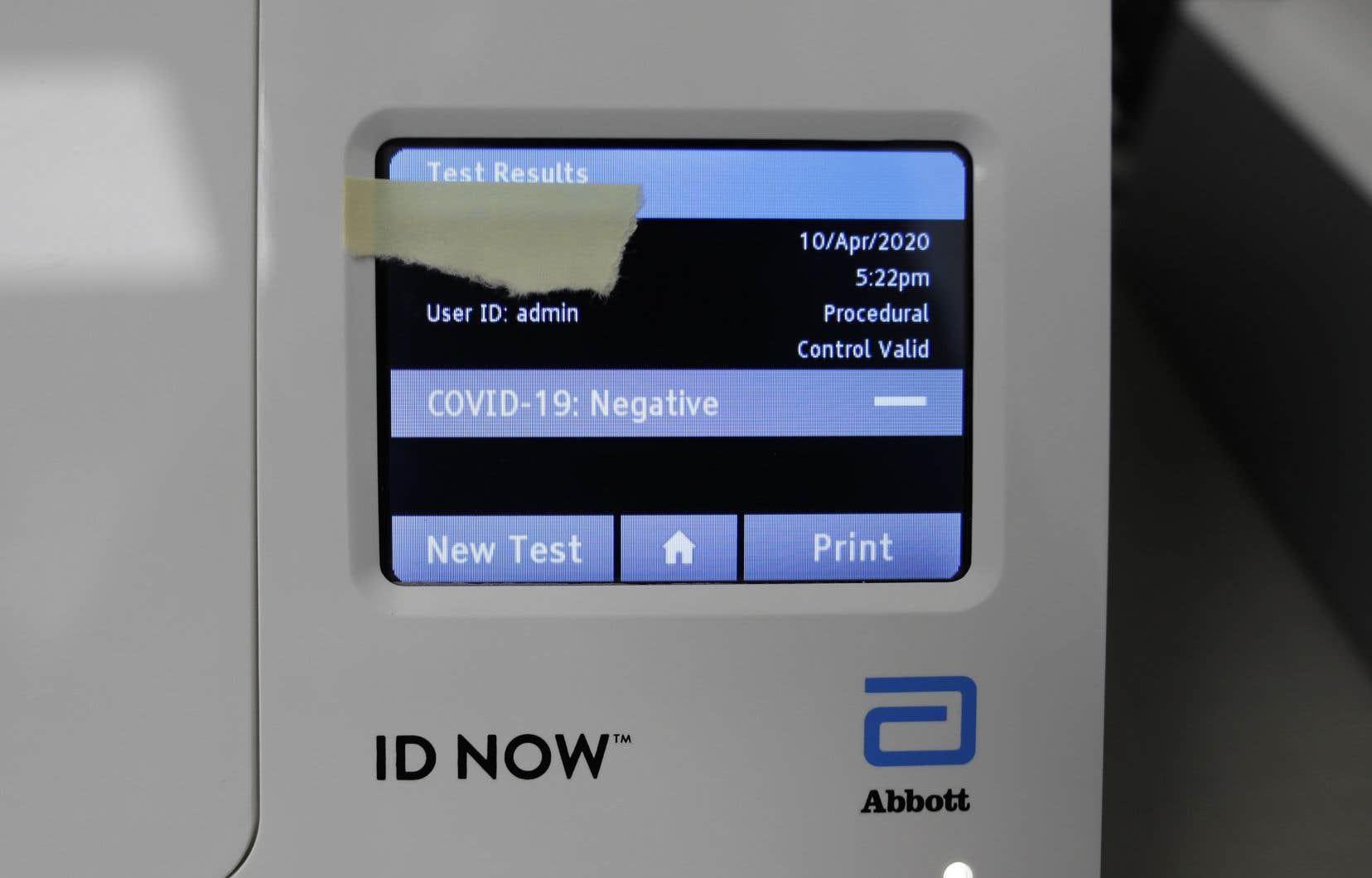 Les tests ID NOW d'Abbott permettent un dépistage en moins de 15 minutes.