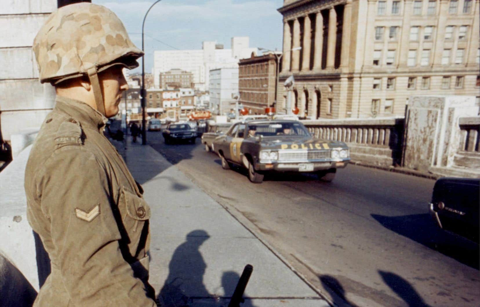 L'Institut de recherche sur l'autodétermination des peuples et les indépendances nationales étudie la possibilité de contester la légalité du recours aux mesures de guerre par le gouvernement Trudeau, il y a 50ans.