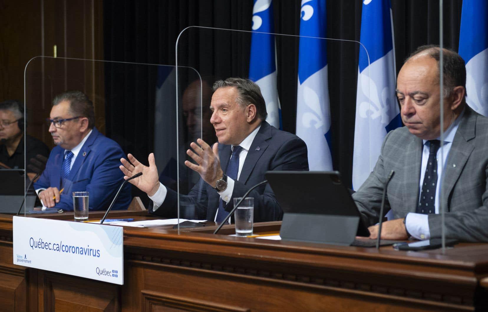 En ce qui aurait pu être le premier jour de relâchement des mesures sanitaires, le gouvernement Legault donne une conférence de presse au sujet de la pandémie de COVID-19.