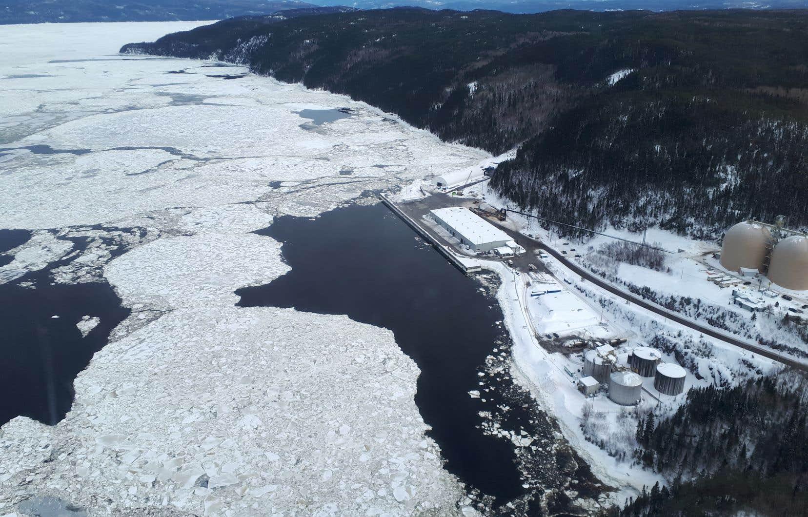 Une vue aérienne du secteur du Saguenay où seraient construits l'usine et le terminal maritime de GNL Québec.