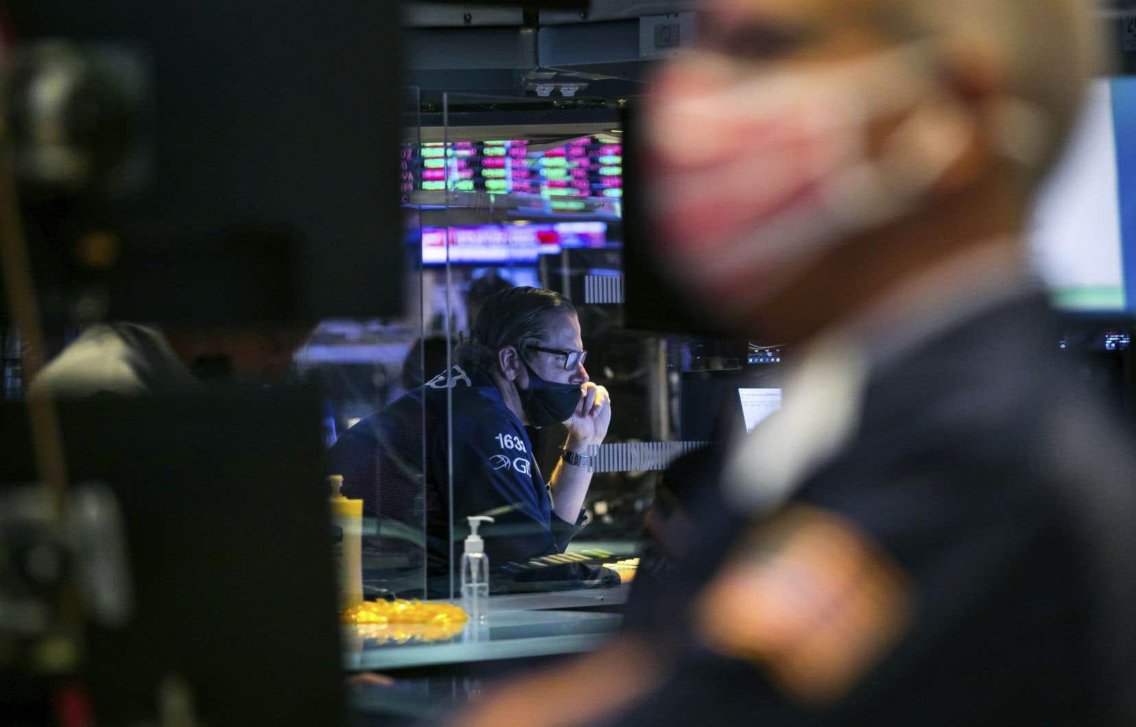 En dehors du raté sur la croissance de son nombre d'usagers, Twitter, sous pression politique aux États-Unis pour sa modération des contenus sur sa plateforme, a largement dépassé les attentes de Wall Street.