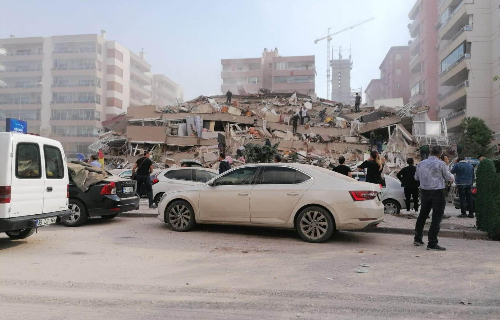 La secousse s'est produite en mer Égée, au sud-ouest d'Izmir, troisième plus grande ville de Turquie.