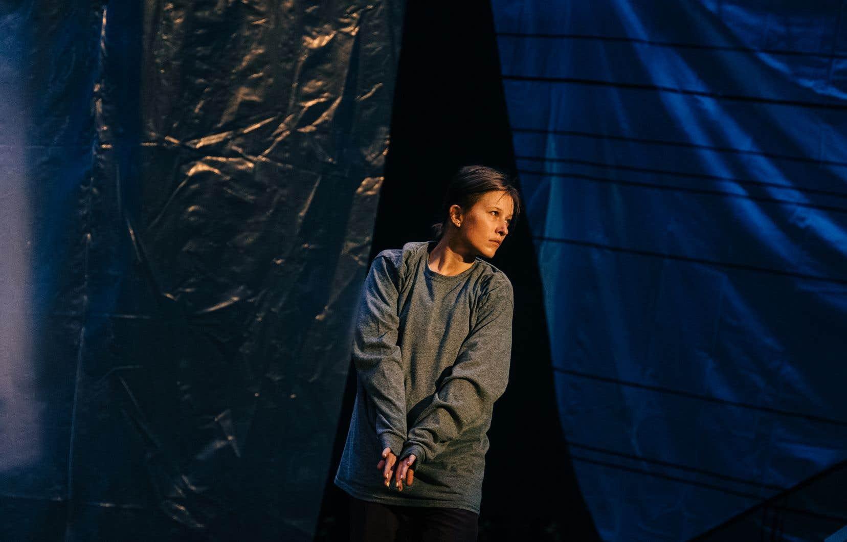 Victoria Mackenzie dans Papillon d'Helen Simard