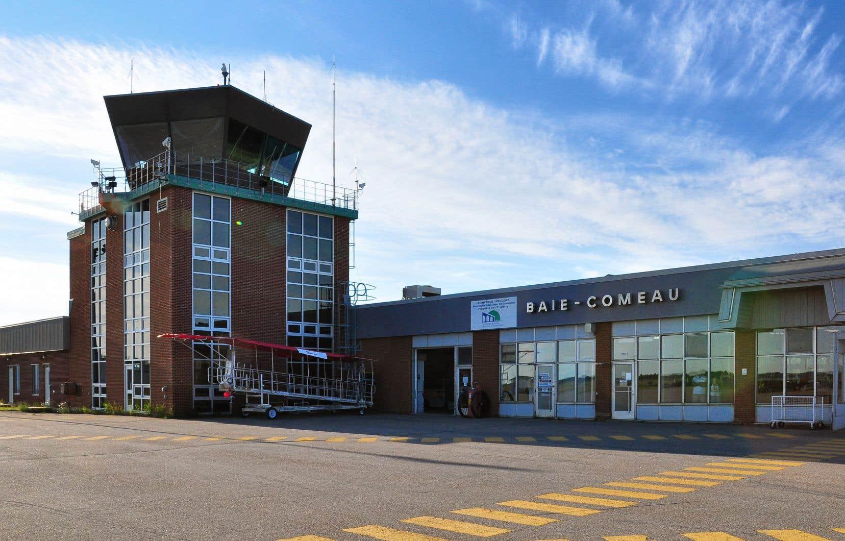 Cinq aéroports régionaux, dont celui de Baie-Comeau en photo, ont annoncé la création d'un comité de survie.