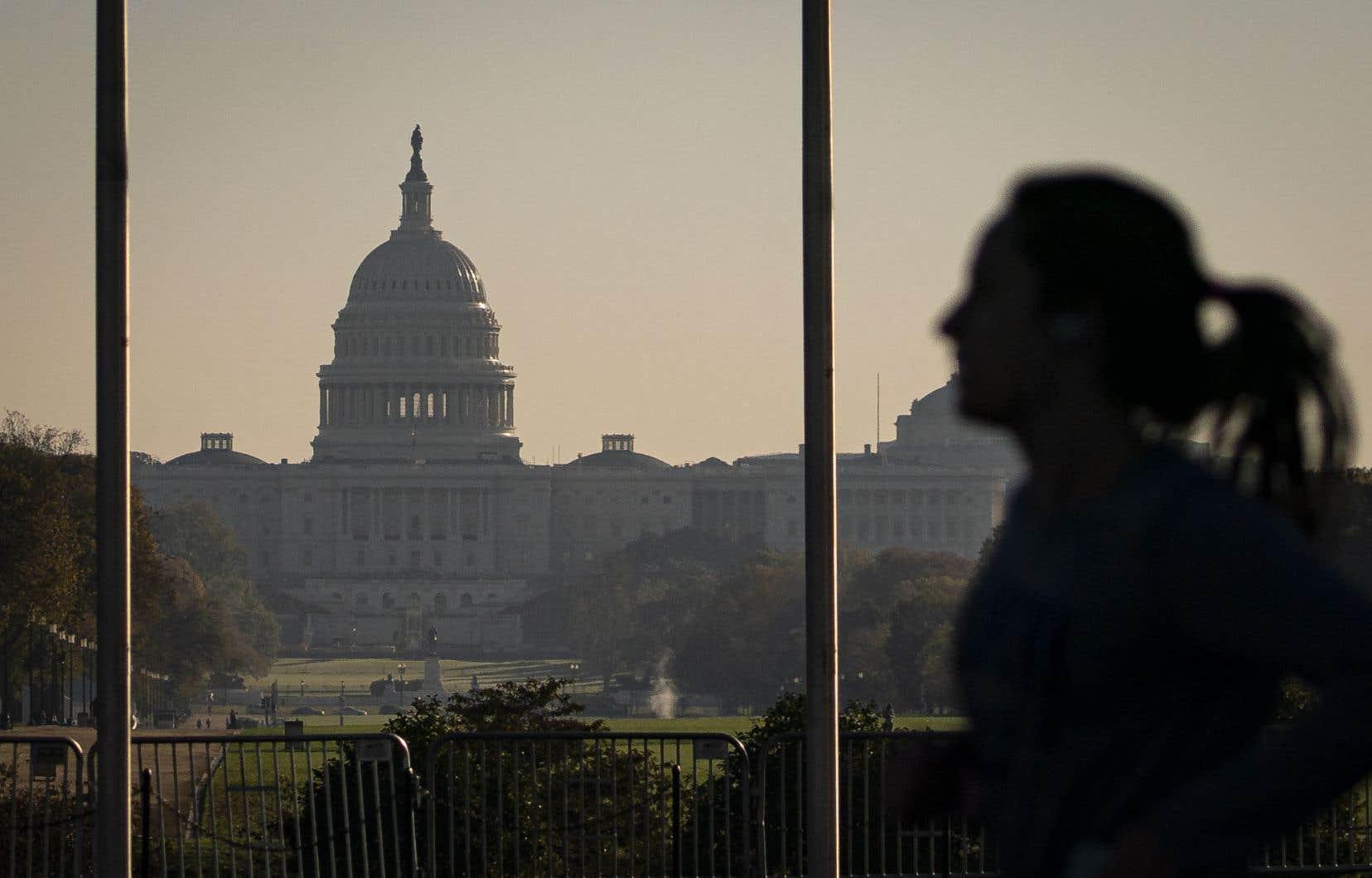 Le prochain  président des États-Unis, qu'il soit démocrate ou républicain, aura à composer avec un  Congrès divisé et une lente  récupération économique sous la pression de la deuxième vague de  la pandémie.
