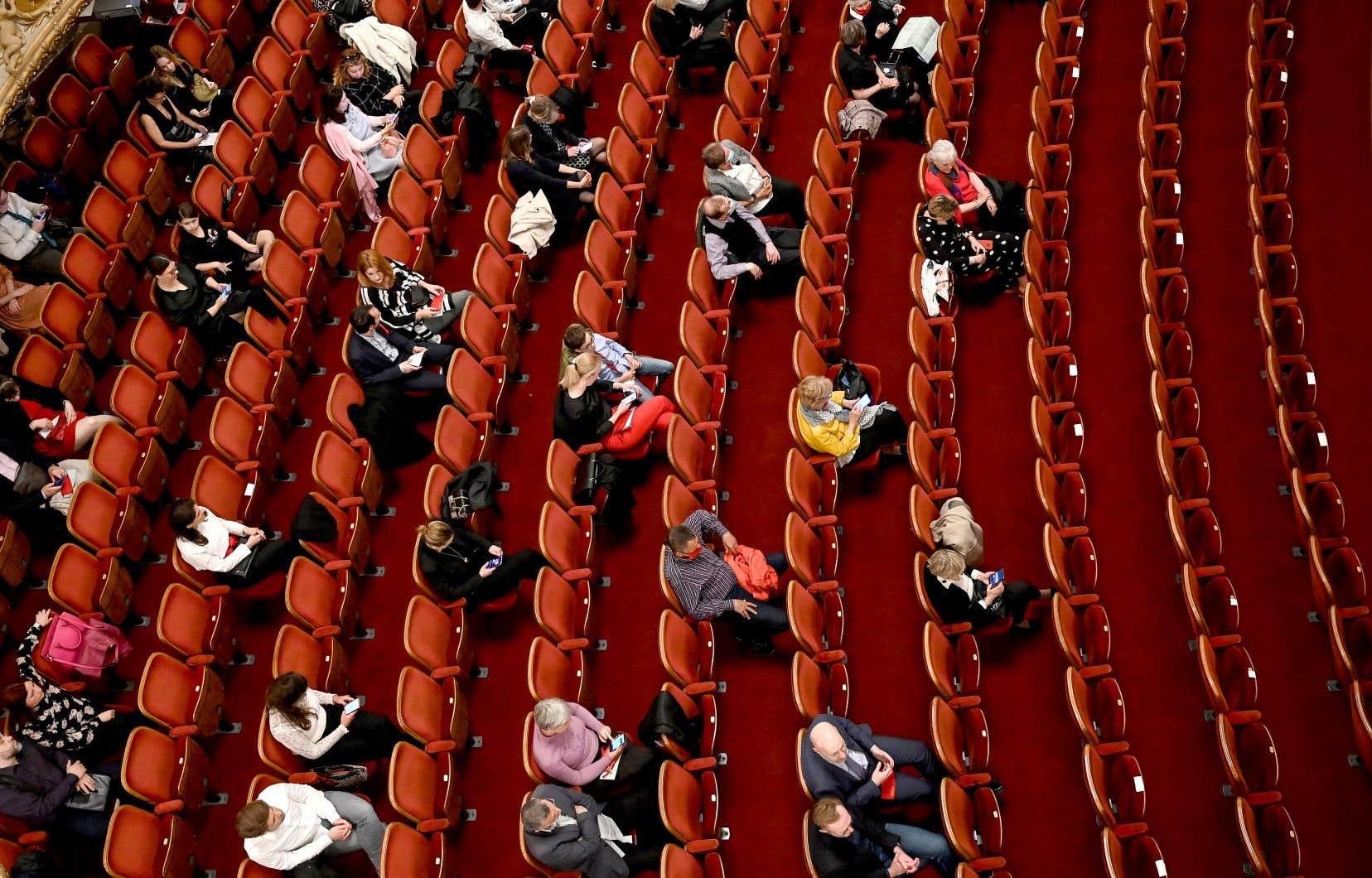 Pour atteindre la rentabilité, une salle de spectacle a besoin d'être remplie à 70, voire 75%. Or, la pandémie les oblige à se limiter à 25 ou 30% de leur capacité.