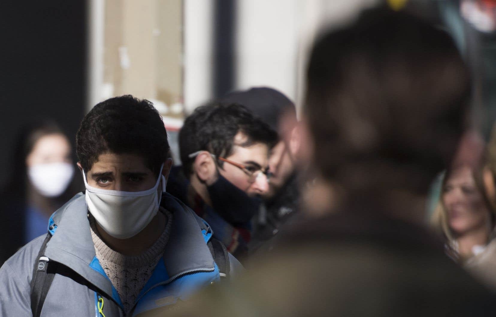 La nouvelle recommandation du port d'un couvre-visage doté de trois couches de tissu par la Santé publique du Canada a surpris une grande partie de la population qui se croyait à l'abri derrière des masques achetés dans diverses boutiques non spécialisées.