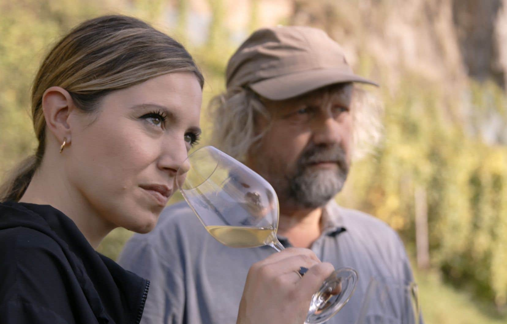 La formule bon enfant se prête bien aux confidences, laissant le temps au trio de montrer comment le vin, le bon, est le fruit d'un savoir-faire qui ne souffre aucun empressement.