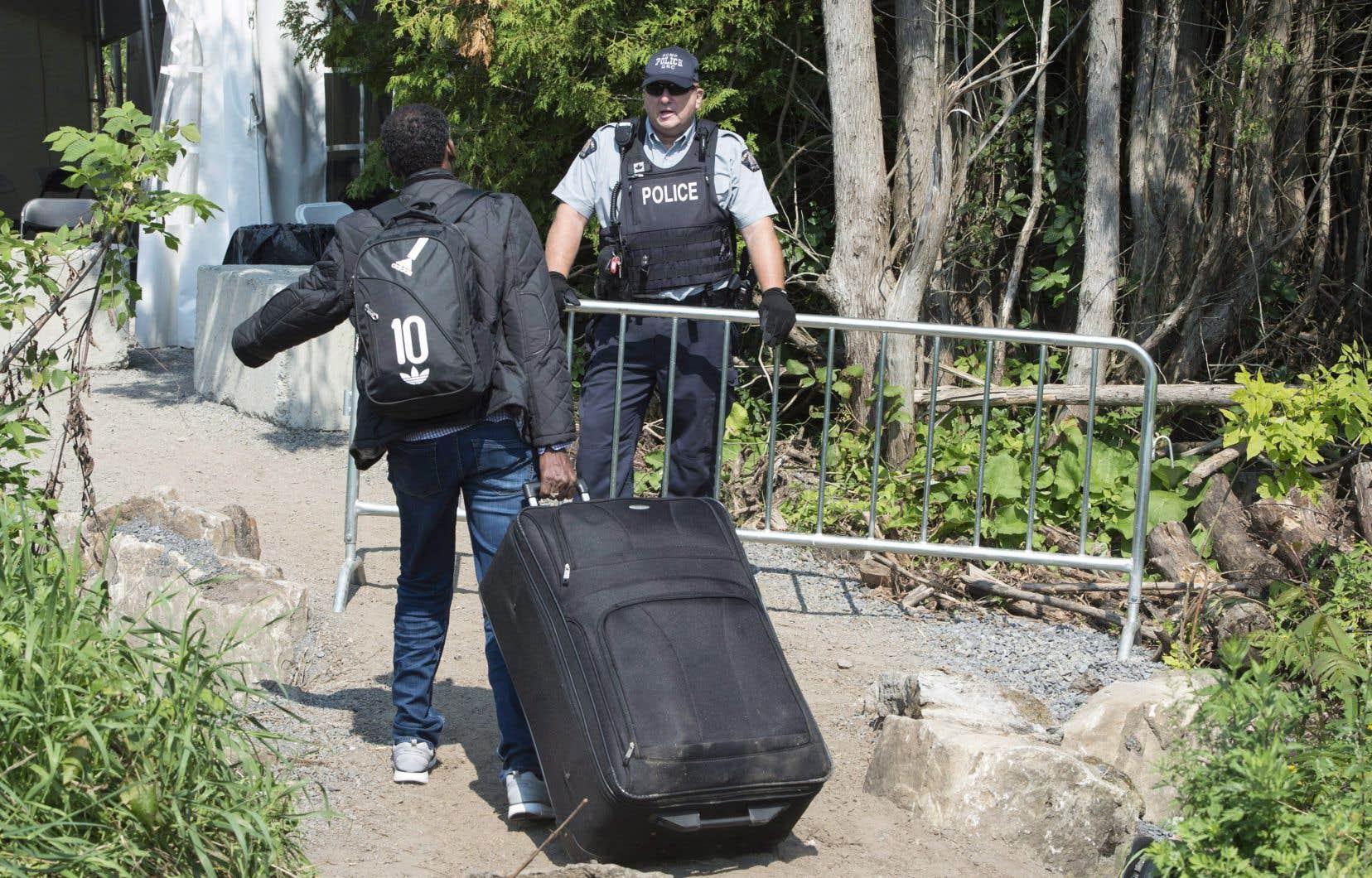 Les retards dus à la pandémie s'accumulent aussi pour ceux qui demandent un statut de réfugié pour une première fois.