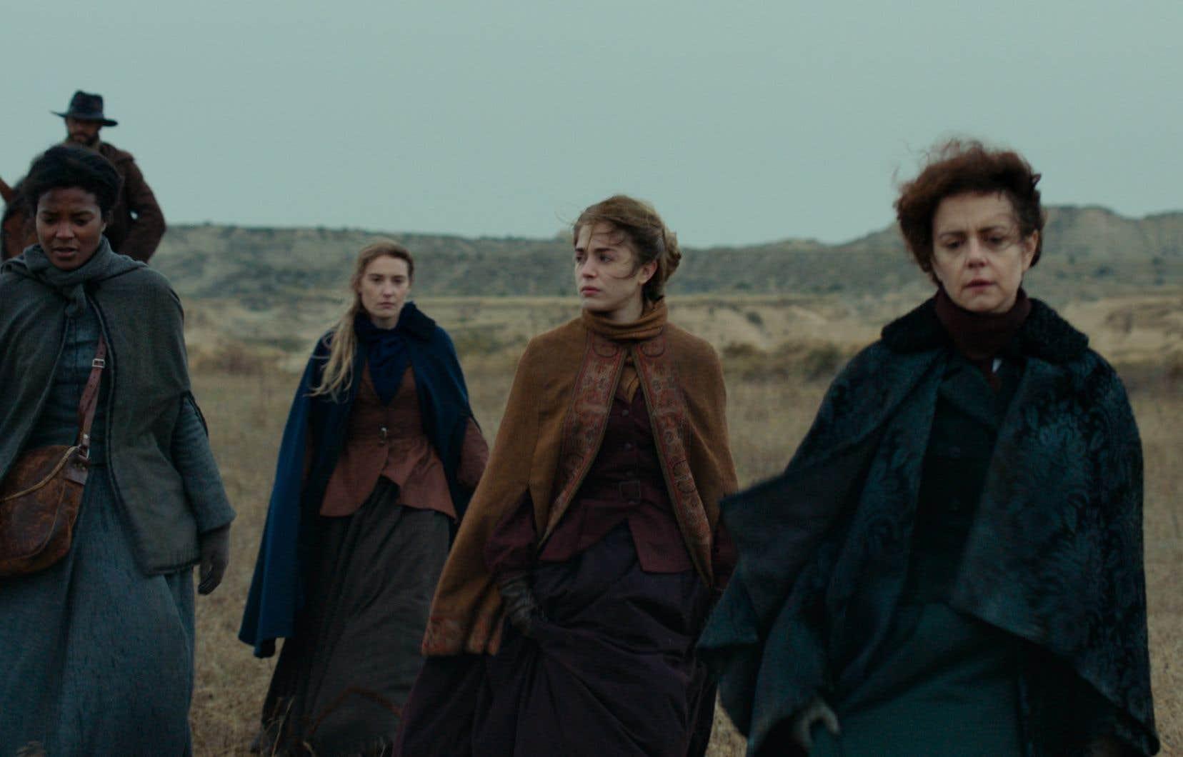 Quatre femmes sont confrontées à l'ineptie d'un patriarche habitué à ne rien écouter et à la fourberie d'un convoyeur au passé trouble dans le film «L'état sauvage».