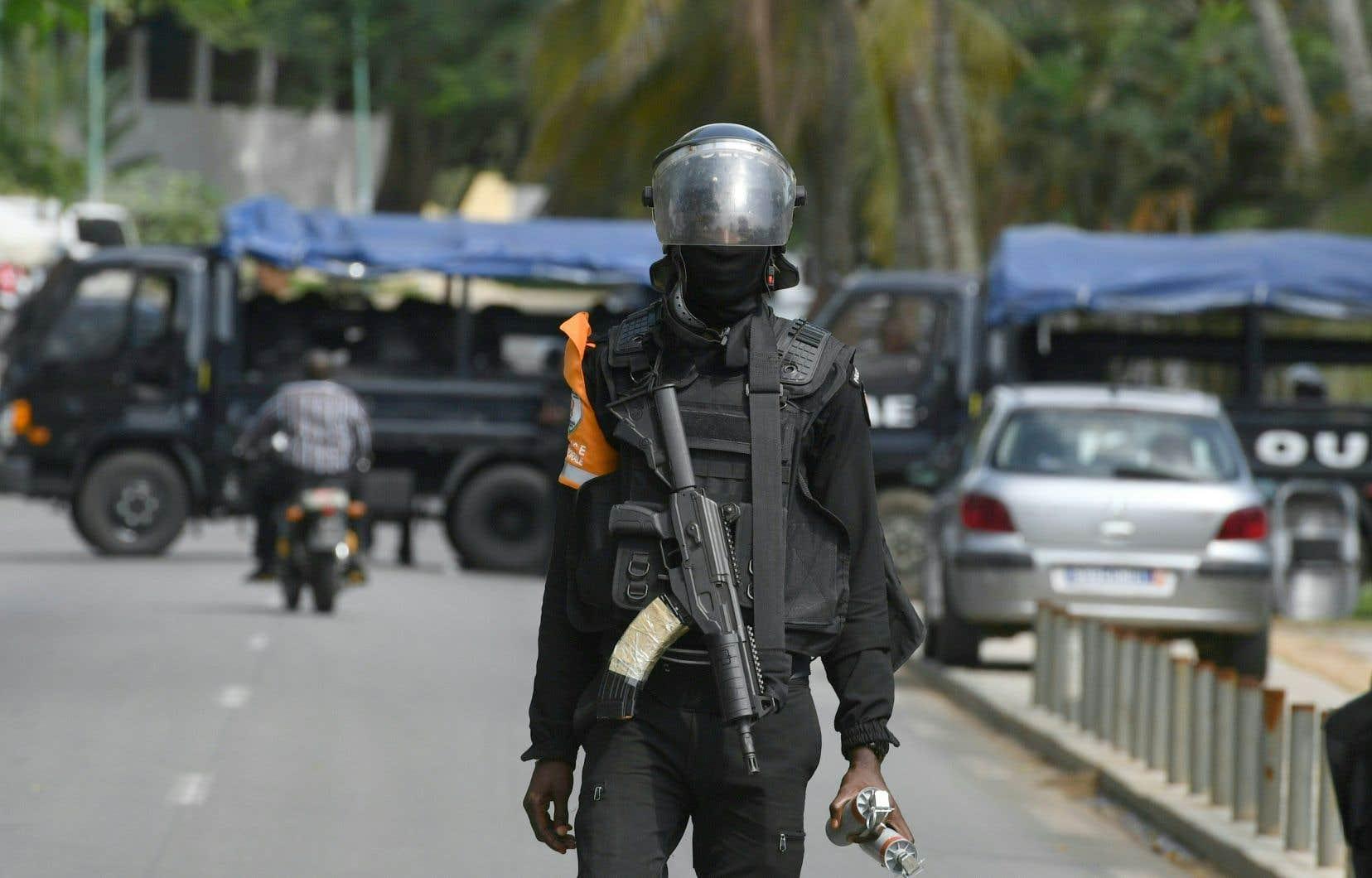 Il y a depuis mardi une forte présence policière aux alentours du domicile d'Henri Konan Bédié.