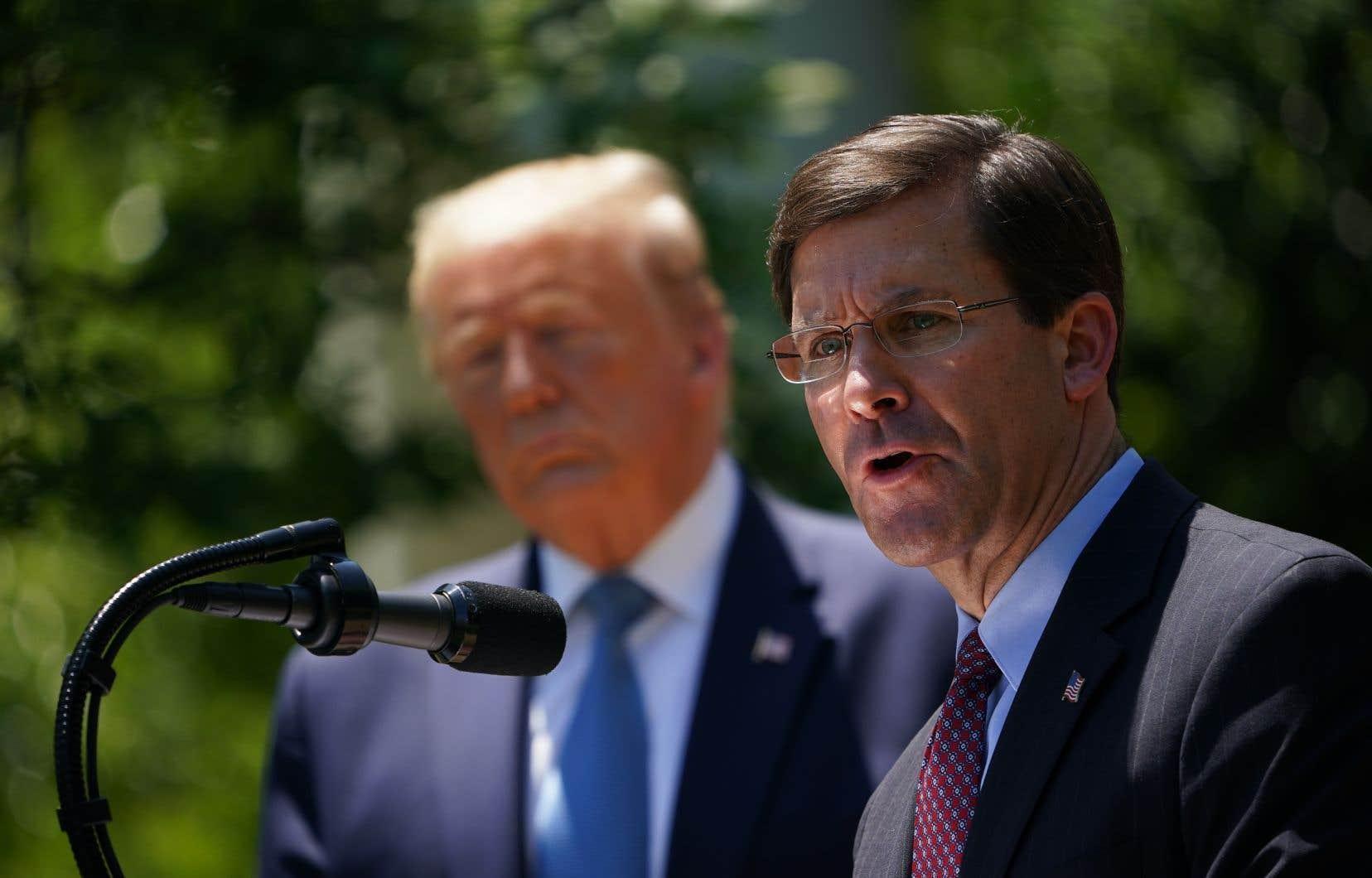 Les relations entre M. Trump et Mark Esper étaient tendues depuis que ce dernier s'est opposé publiquement en juin au déploiement de l'armée pour réprimer les manifestations antiracistes dans le pays.