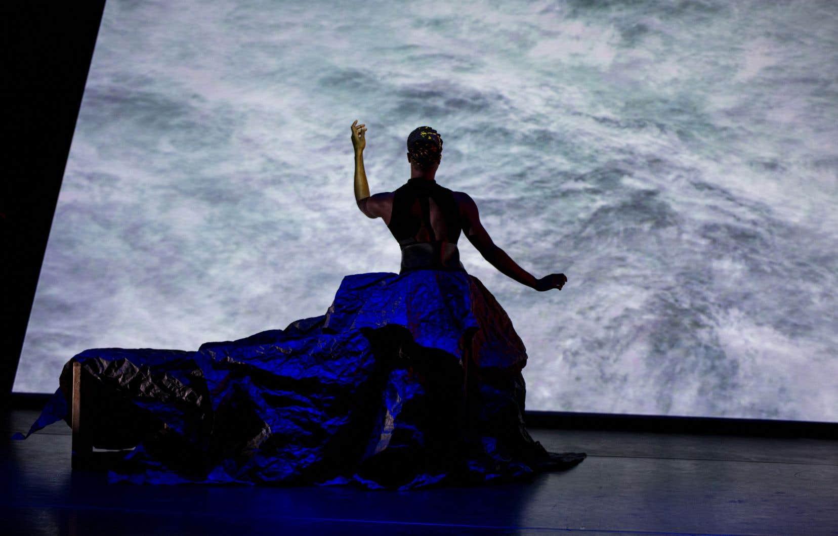 Rhodnie Désir est la première personne de la communauté noire à remporter le Prix de la danse, entre autres pour son projet multimédia et de longue haleine <i><a href=