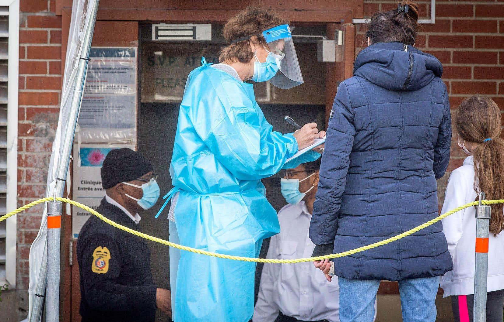 Une clinique de dépistage à Montréal. La Direction de santé publique de Montréal apporte des changements à sa stratégie.