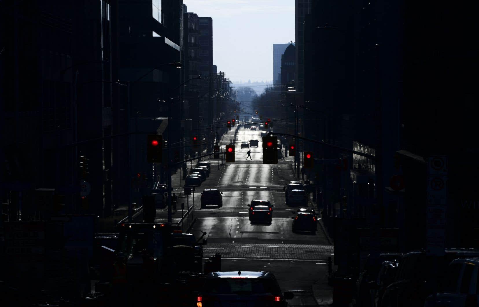 Le sondage de Léger et de l'Association d'études canadiennes a révélé que 67% des Canadiens appuieraient l'imposition d'un couvre-feu nocturne temporaire — de 22h à 5h du matin — pour freiner la propagation virale si les circonstances le demandaient.