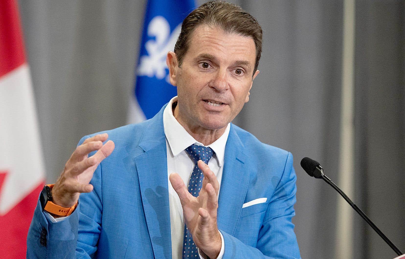 Le ministre des Transports, François Bonnardel, souhaite davantage arrimer le projet de tramway de Québec au troisième lien.