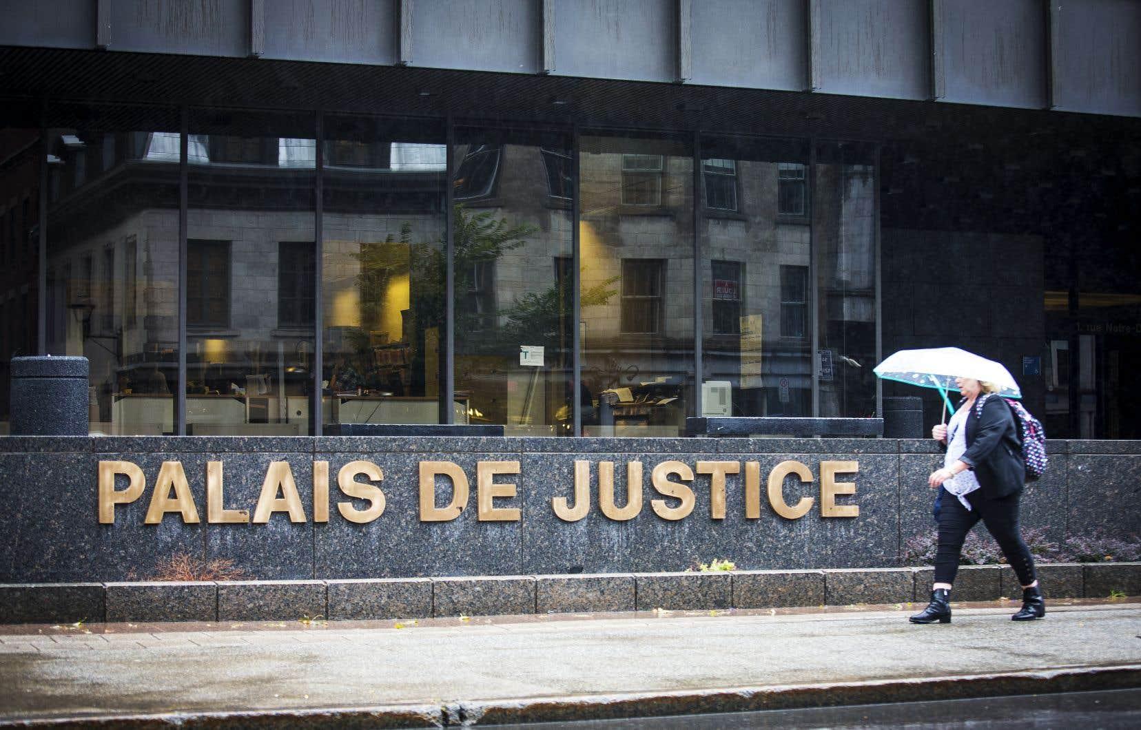 Le procès, qui se déroule devant le juge Yvan Poulin, devrait durer cinq semaines.