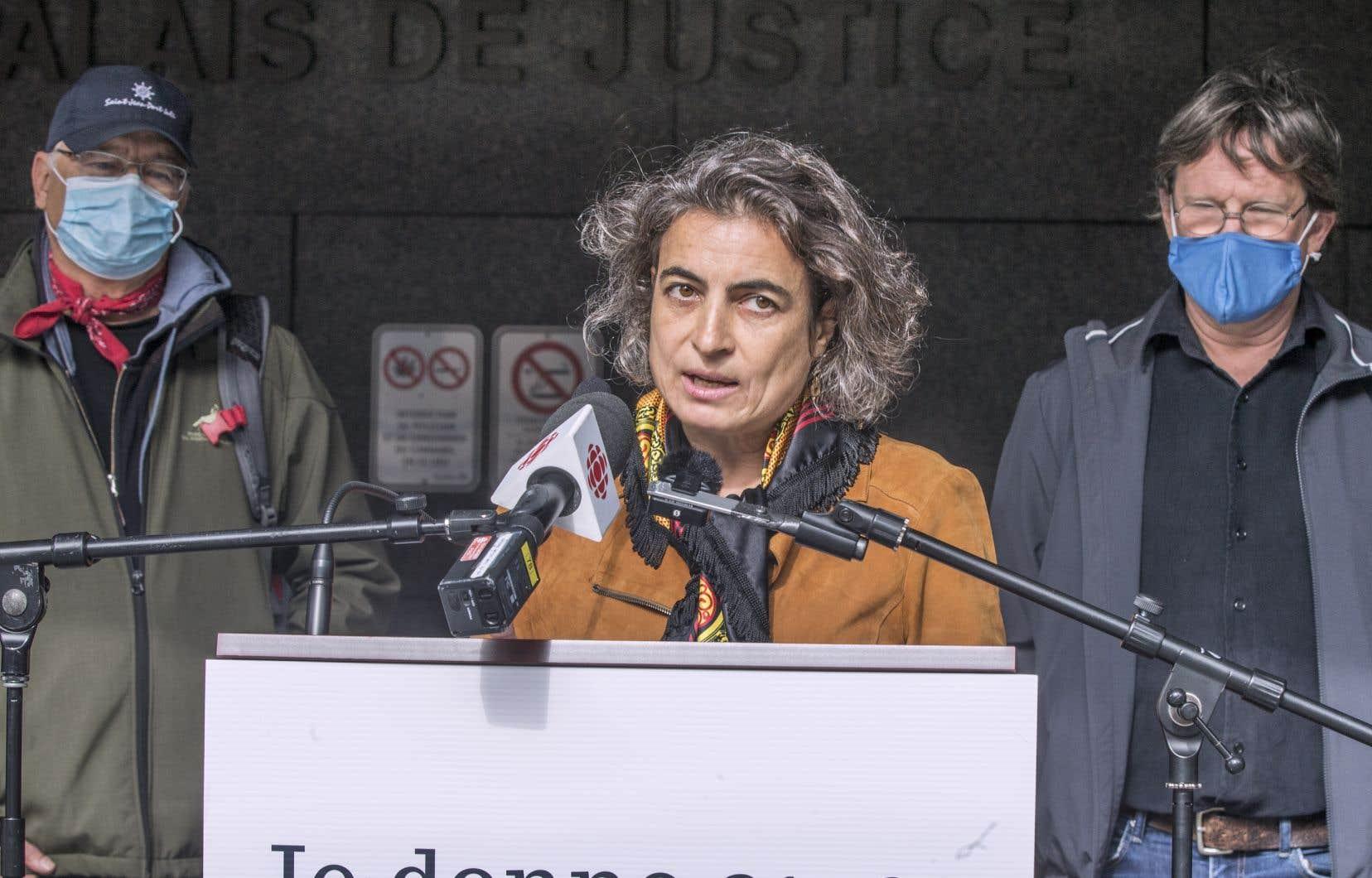 Nadia El-Mabrouk, du Mouvement laïque québécois, avait déjà prononcé publiquement en septembre son appui au gouvernement dans sa défense juridique de la Loi sur la laïcité de l'État.