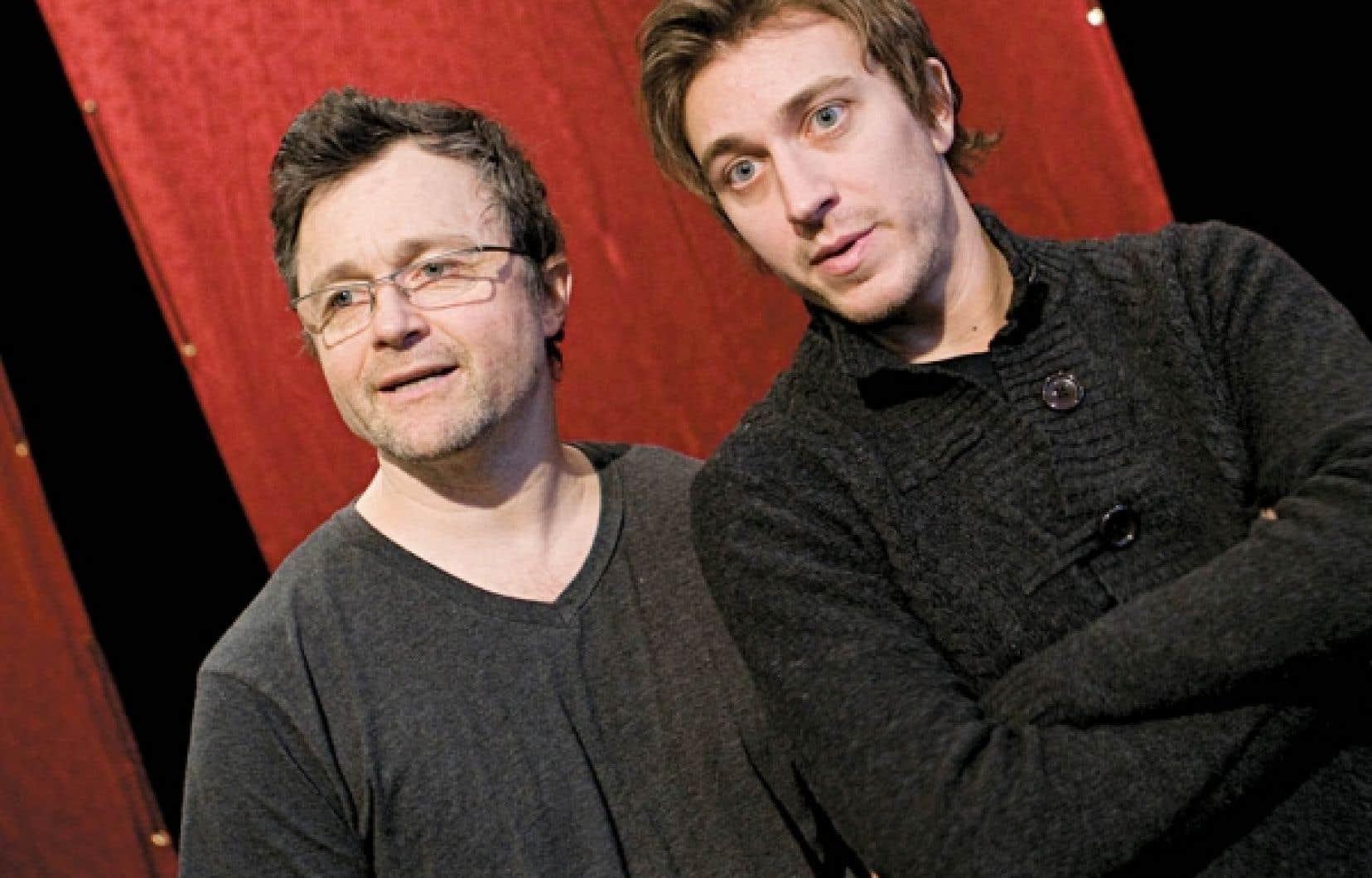 Le metteur en scène Marc Béland en compagnie de Benoît McGinnis