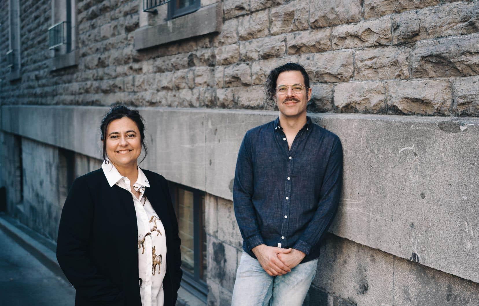 La vision de Martine Forand et de Louis Asselin a dû se mouler à la réalité implacable de la COVID-19, tant sur le plan d'un tournage sanitaire qu'en ce qui concerne la manière d'observer le quotidien du député.