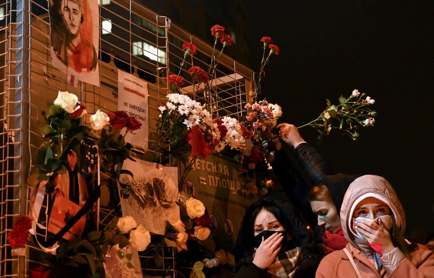 Un monument a été érigé en hommage àRoman Bondarenko, mort mercredi.