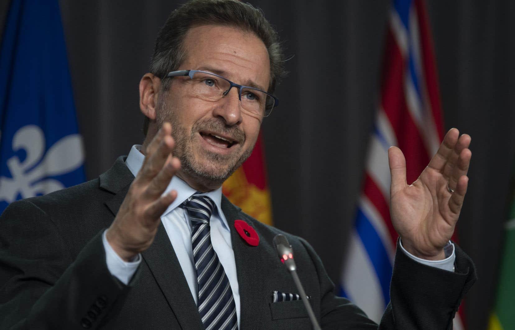 <p>Pour appuyer le projet de loi, le Bloc pose deux conditions: que C-10 «ne renonce pas à la propriété canadienne des entreprises de radiodiffusion», et qu'il établisse un «pourcentage d'investissement en français», a énoncé Yves-François Blanchet.</p>