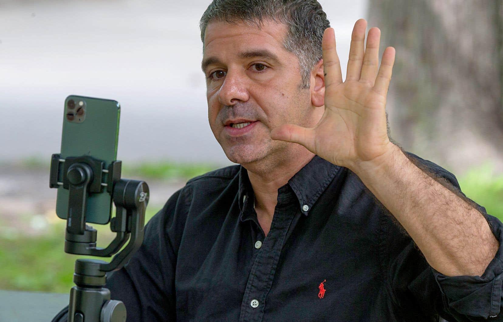 Le leader complotiste québécois Alexis Cossette-Trudel diffuse sur Odysee et Vk et il s'engage sur Parler.