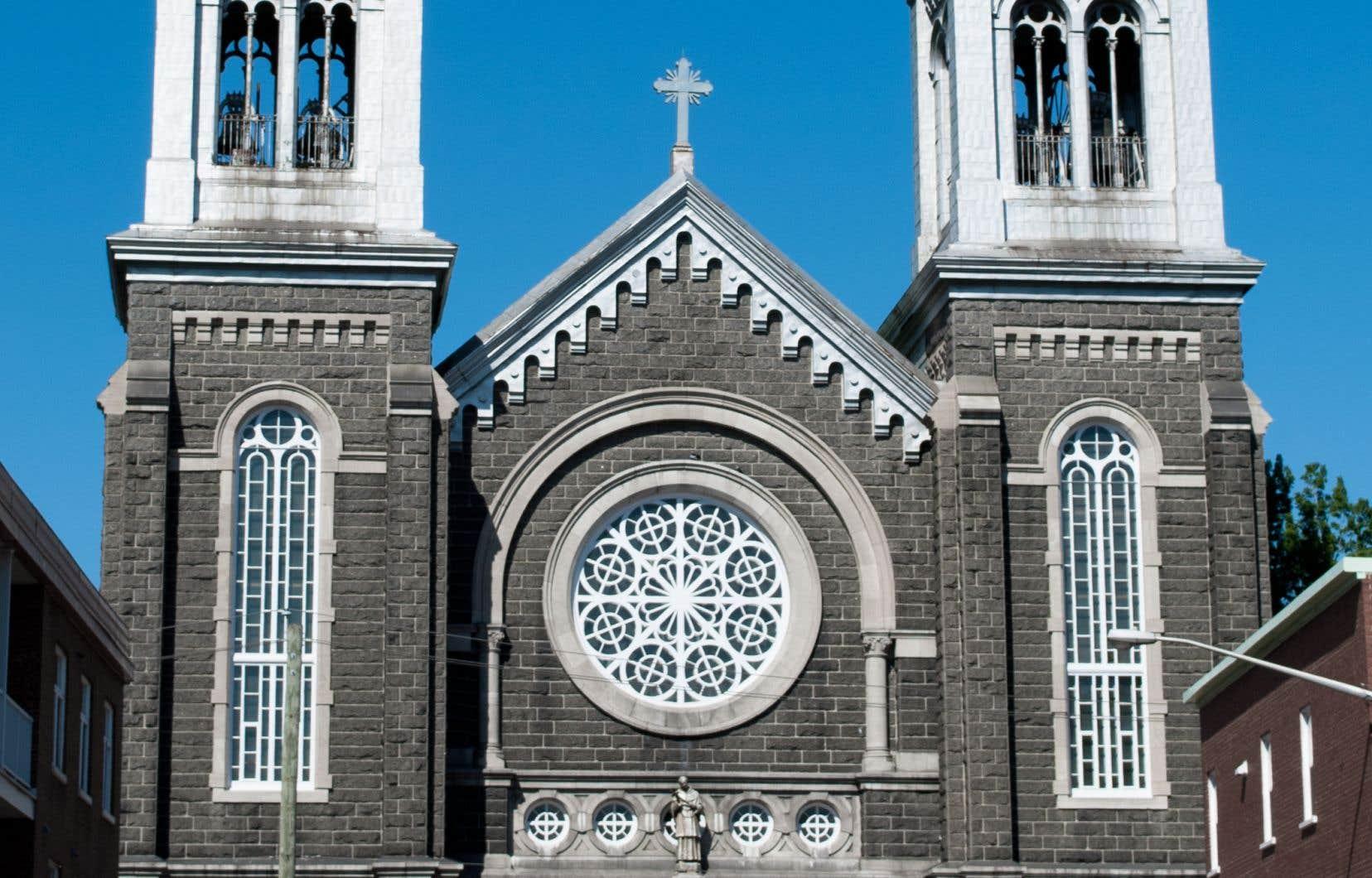 D'une valeur patrimoniale jugée «exceptionnelle», l'église Saint-Charles-de-Limoilou est également l'une des plus grandes églises du territoire de la capitale.