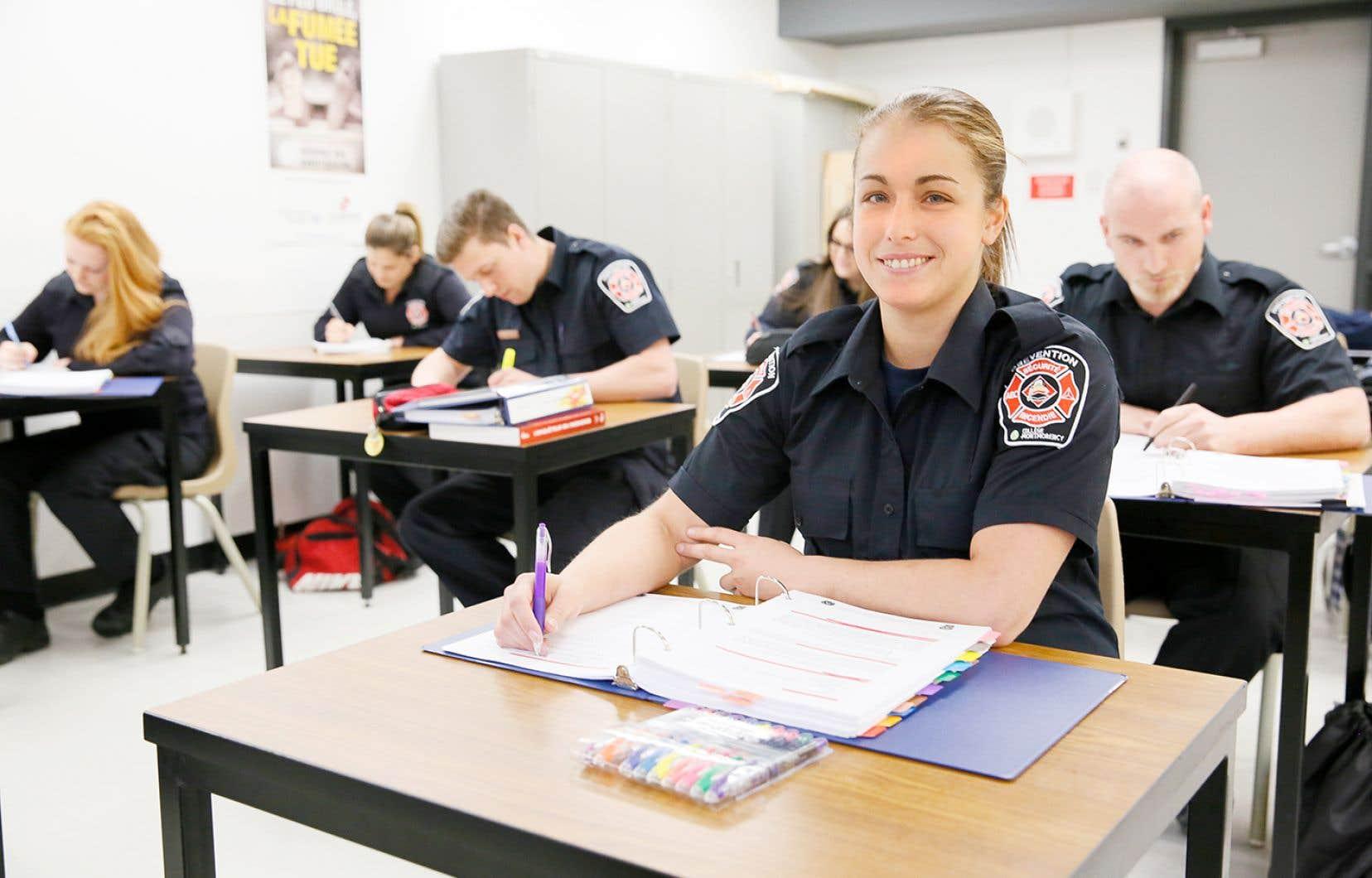 Le collège Montmorency offre de la formation en entreprise en sécurité incendie et prévention et en répartition d'appels d'urgence.