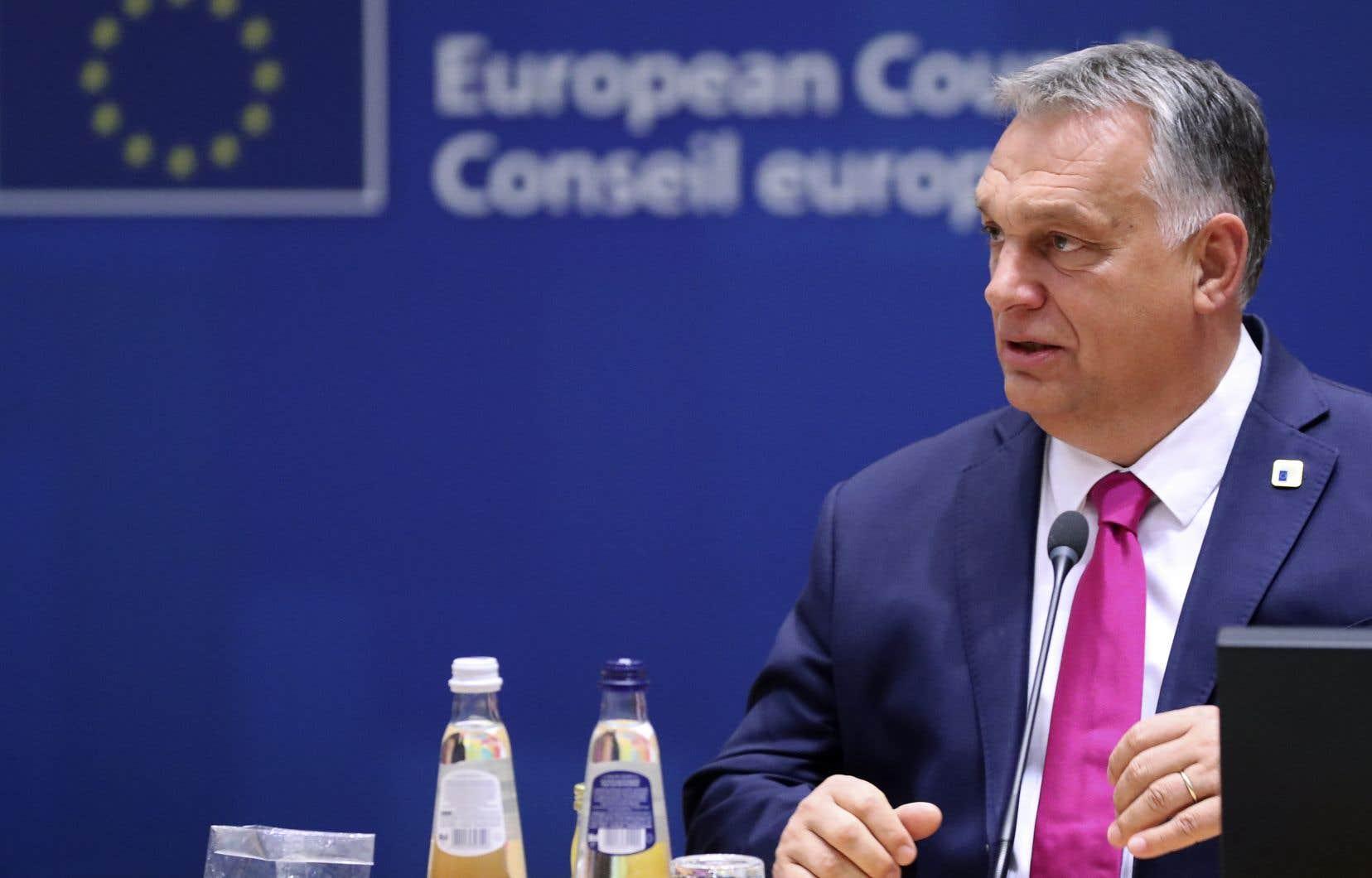 Dans un communiqué diffusé sur Twitter, le premier ministre hongrois, Viktor Orban, a argumenté que l'Europe serait en mesure d'«utiliser des moyens financiers pour faire chanter les pays qui s'opposent à l'immigration» si le plan de relance était validé.
