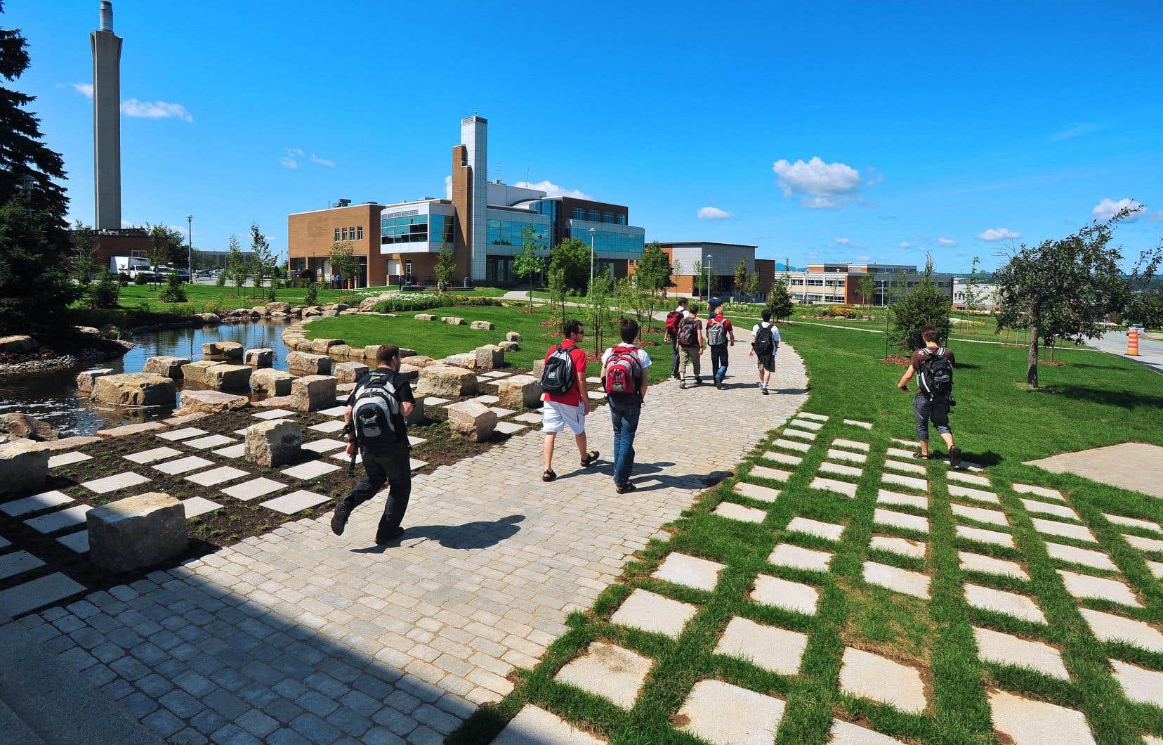 Avant que l'Estrie bascule en zone rouge la semaine dernière, l'UdeS offrait environ 60% de ses activités d'enseignement et de recherche en présence.