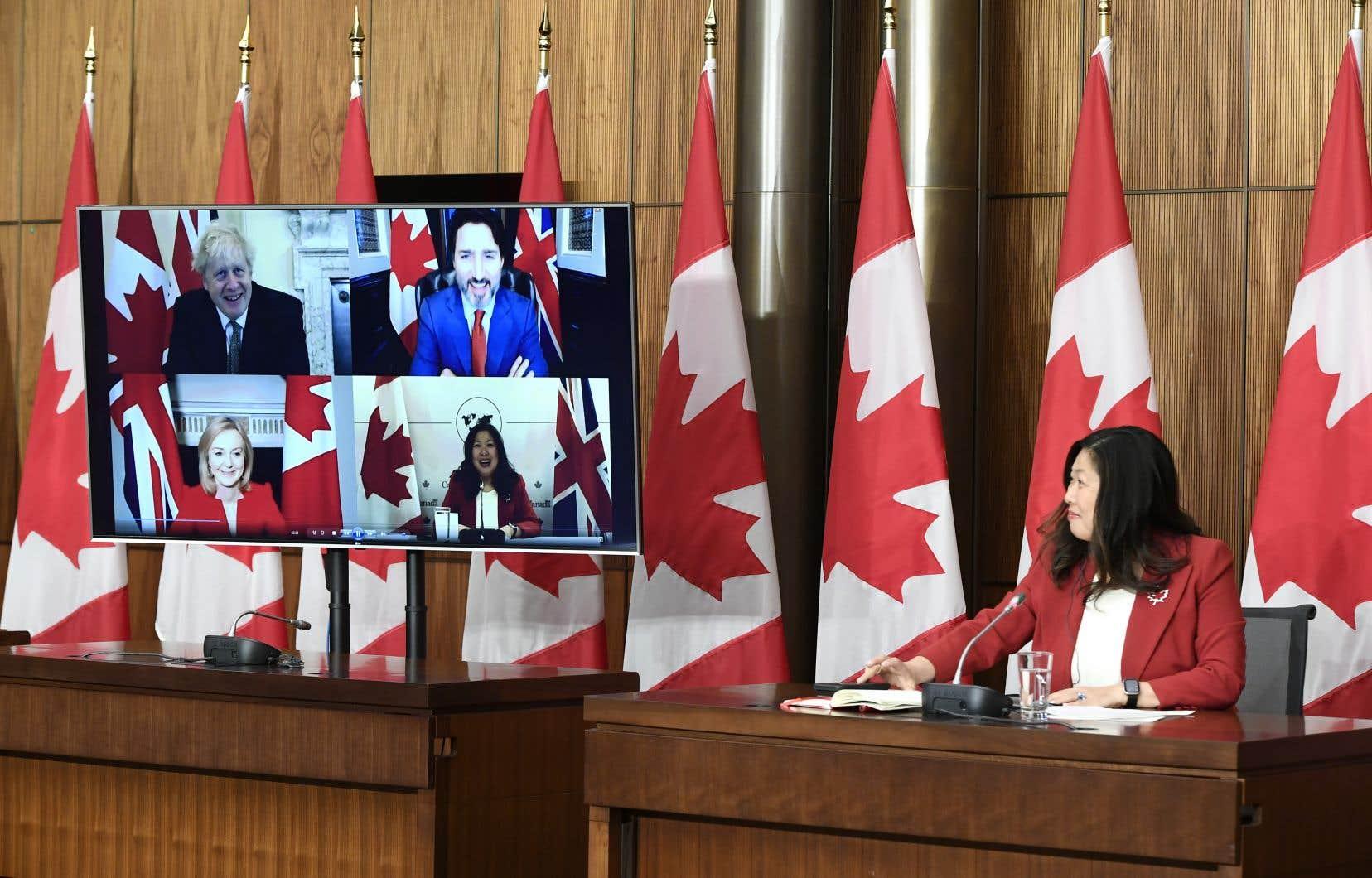 La ministre canadienne de la Petite Entreprise, de la Promotion des exportations et du Commerce international, Mary Ng, présentait une conversation en visioconférence avec son homologue britannique et les premiers ministres Trudeau et Johnson, samedi.