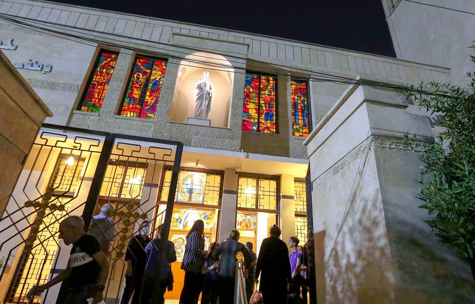 Des fidèles quittaient la cathédrale Saint-Joseph de Bagdad après la messe, au début du mois. Il ne reste que quelques centaines de milliers de chrétiens en Irak depuis l'invasion américaine de 2003 et les années conflits violents entre les communautés religieuses qui ont suivi.