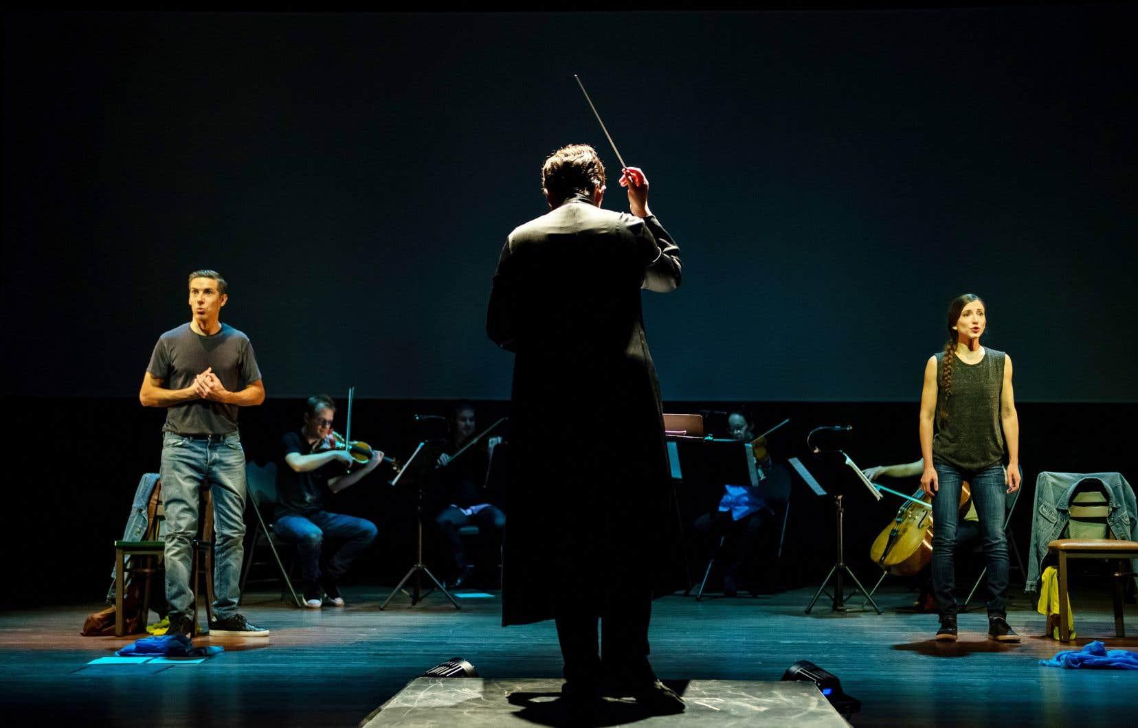 Phillip Addis (à gauche) et Sarah Bissonnette (à droite) ont chanté l'opéra «As One», accompagnés par l'Orchestre classique de Montréal. Le concert virtuel est disponible en ligne jusqu'au 4 décembre.