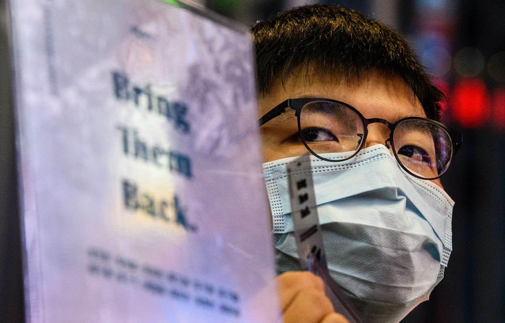 Joshua Wong est poursuivi pour une manifestation devant le quartier général de la police de Hong Kong l'été dernier.