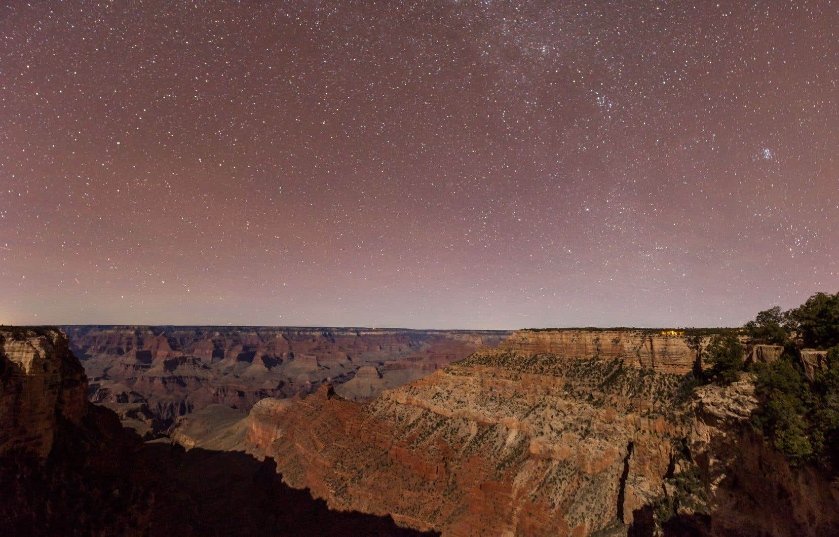 Le parc national du Grand Canyon, en Arizona, sous un ciel étoilé