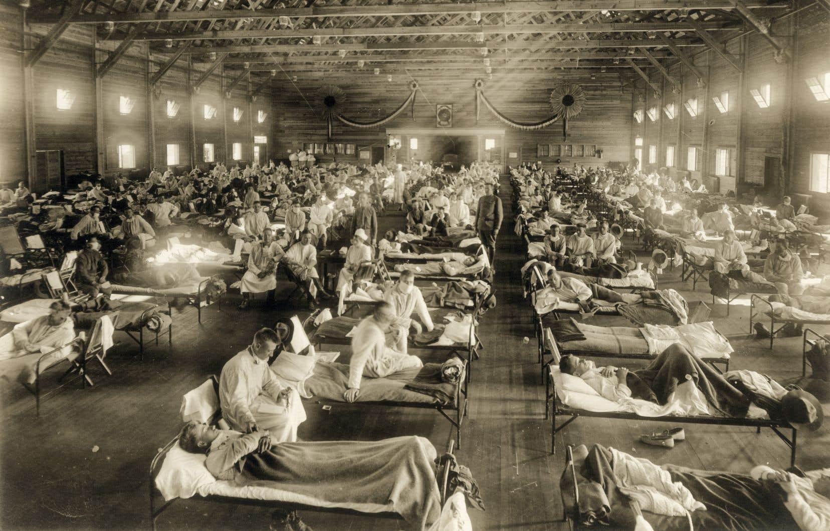 «Plus près de nous, la grippe espagnole (1918-1919) a tué environ 50millions de personnes dans le monde, plus que la Première Guerre mondiale», écrit l'auteur.