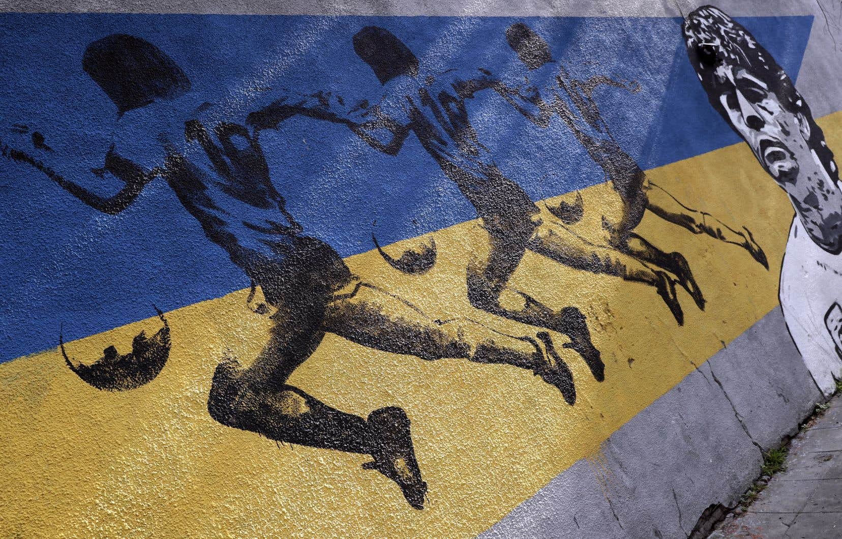 Une murale dépeint Diego Maradona dans le quartier La Boca, à Buenos Aires.