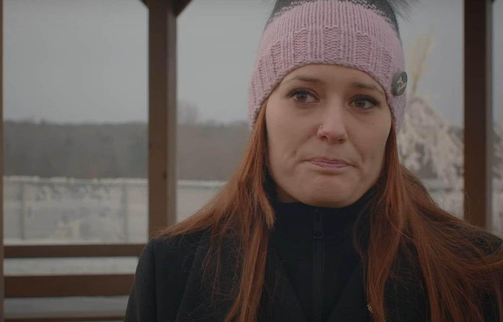 """Lorsque les policiers ont ensuite annoncé avoir retrouvé Romy, Amélie Lemieux s'est effondrée. «Je suis tombée littéralement, j'entendais crier autour de moi """"elle est en train de mourir"""", on m'a dit que [j'ai] virée au blanc, même mes yeux étaient blancs», dit-elle."""